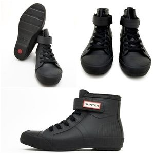 HUNTER UNIQUE BLACK ALL RUBBER HIGH TOP SHOES